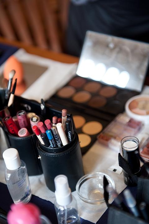 mangez cochons makeup-2110545_960_720